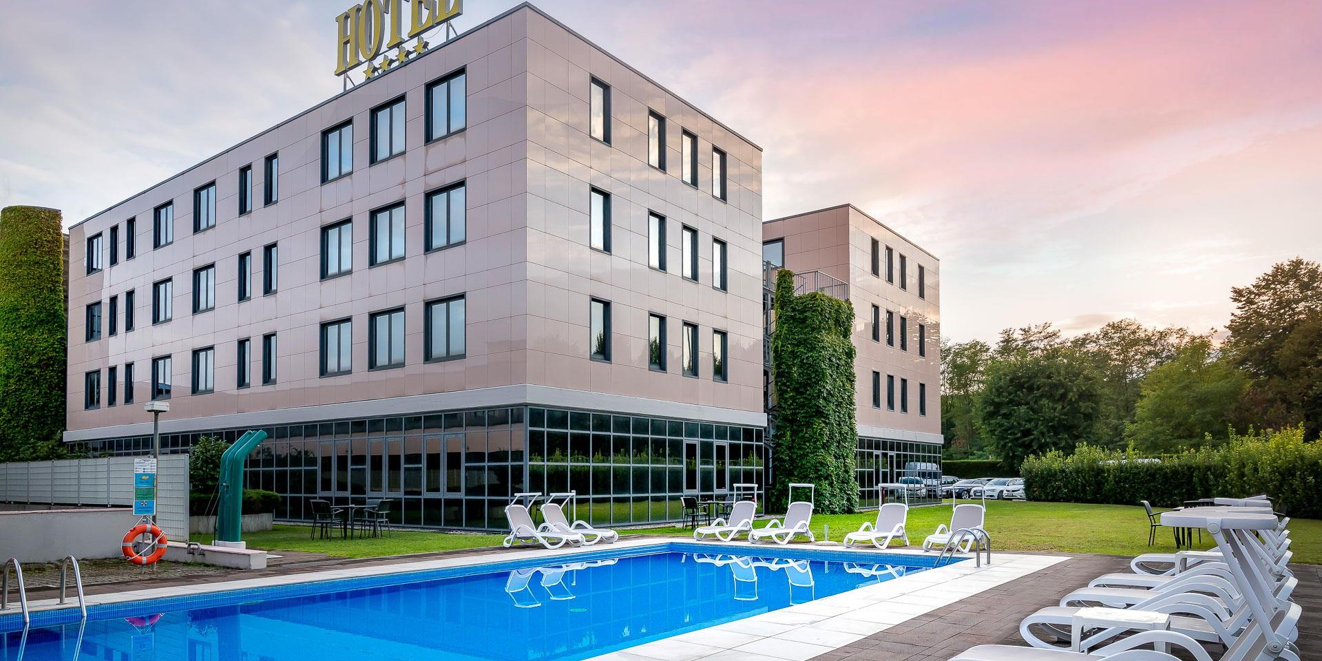 Hotel 4 stelle con piscina vicino all'Aeroporto di Milano Malpensa